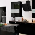 Черная мебель и техника для кухни в современном стиле