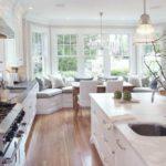 Деревянный пол в кухне частного дома