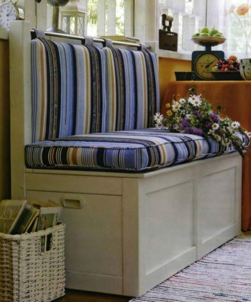 Диван-скамья с ящиком в боковой стенке для кухни