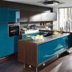 Дизайн кухни цвета венге и голубого