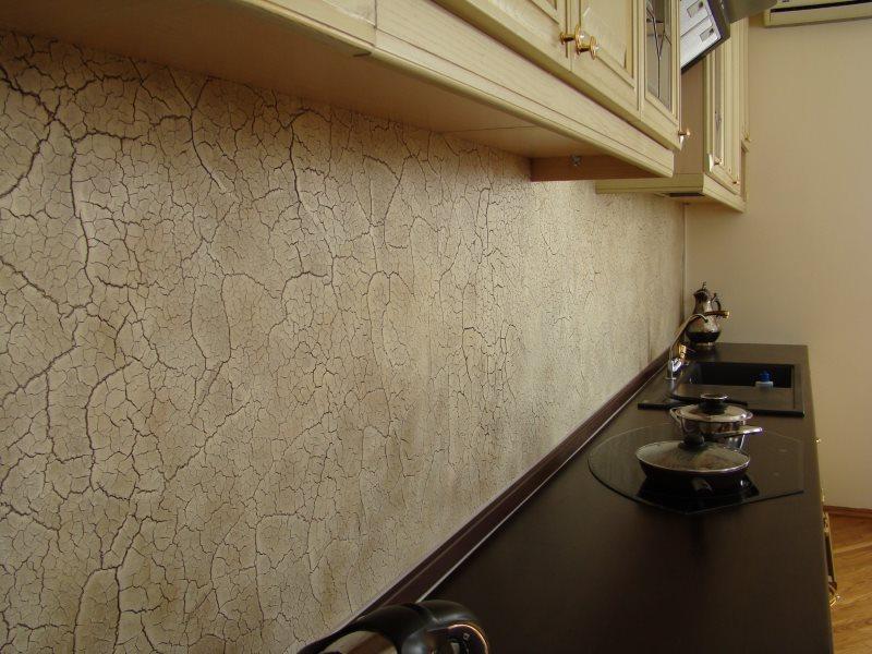 Декор фартука с помощью рельефной штукатурки