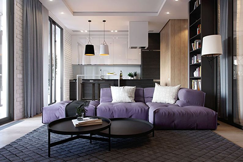 Сиреневая обивка дивана в кухне-гостиной