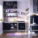 Черный гарнитур в маленькой кухне
