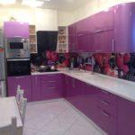 Акриловый фартук с фотопечатью в угловой кухне