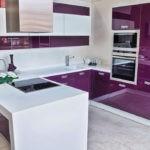 Кухонный полуостров белого цвета