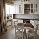 Уютная кухня в городской квартире