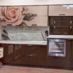Большая роза на фасаде кухонного гарнитура