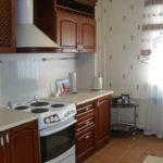 Линейная кухня с варочной плитой электрического типа