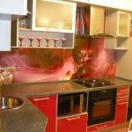 Акриловый фартук на стене современной кухни