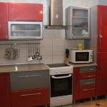 Линейная кухня с узкой газовой плитой