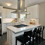 Кухонный полуостров с варочной поверхностью