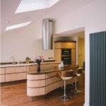 Стильная вытяжка на потолке кухне сложной конфигурации