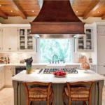 Каминная вытяжка над кухонным островом