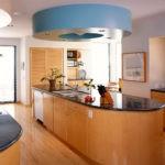 Черные столешницы на кухонной мебели