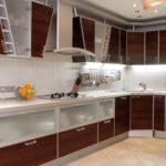 Угловая кухня с ламинированными фасадами