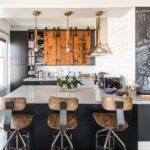 Грифельная стена в кухне-гостиной