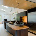 Ламинированный пол в кухне гостиной