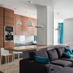 Угловой диван в кухне гостиной