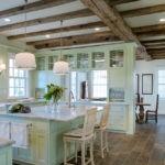Керамический пол в кухне-столовой