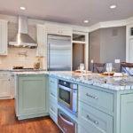 Потлок кухни со встроенными светильниками