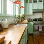 Кухонная мойка в деревянной столешнице