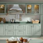 Кухонные шкафы с подсветкой за стеклянными дверками