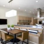 Диванная группа в просторной кухне-гостиной