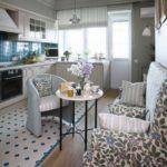 Современная кухня с удобным диваном