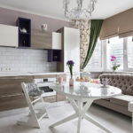 Дизайн кухни с диваном в эркере