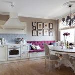 Картины на стене кухни с диваном