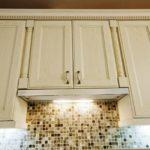 Кухонная вытяжка узкой формы
