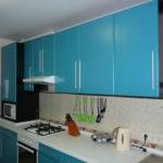 Кухонная мебель с голубым фасадом