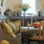 Интересный кухонный диванчик в стиле кантри