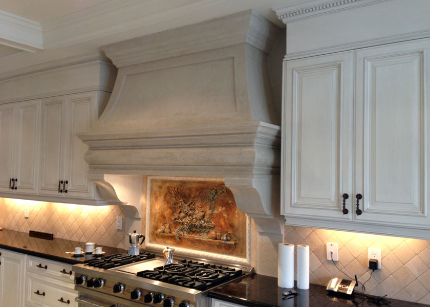 Подсветка в кухонной вытяжке каминного типа