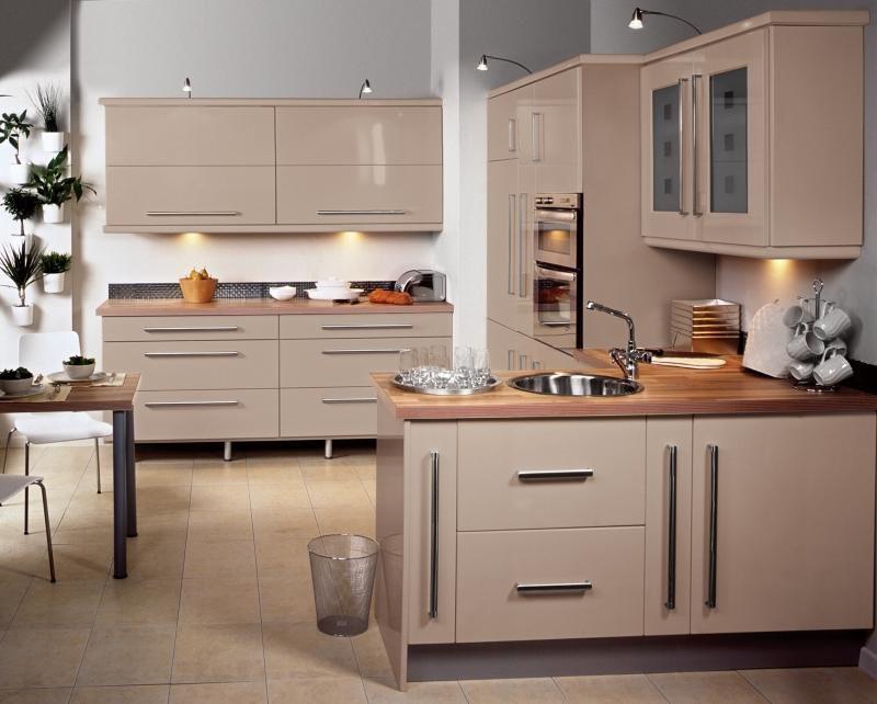 Дизайн кухни с полуостровом в современном стиле