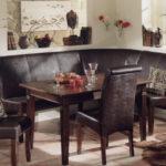 Классический кожаный угловой диванчик для кухни