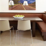 Коричневй уголок с мягкими сидениями
