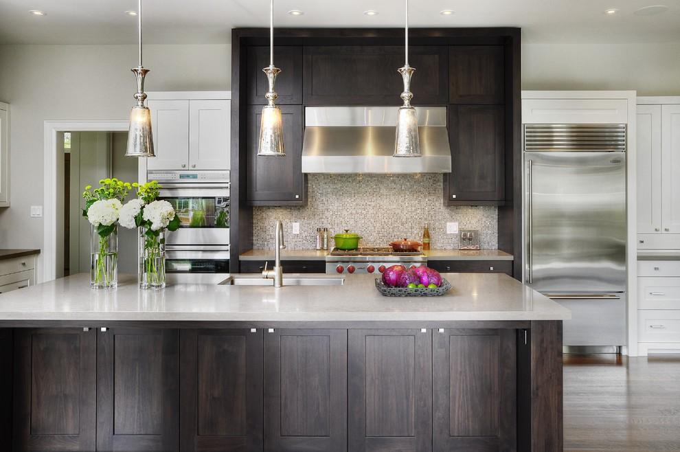 Темно-коричневые фасады кухонной мебели