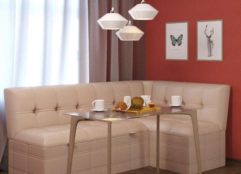 Угловой диван с кремовой обивкой из искусственной кожи