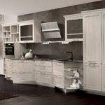 Кухня в стиле модерн с наклонной вытяжкой