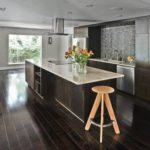 Кухня венге с рабочей поверхностью из камня