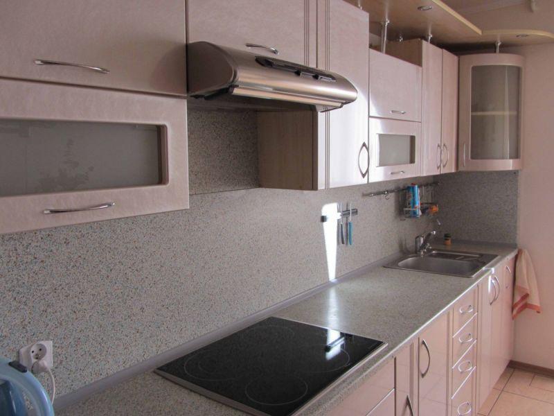 Кухонный фартук на кухне цвета капучино