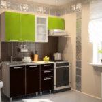 Маленькая кухня с верхними фасадами цвета лайм