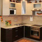 Маленькая угловая кухня венге и ваниль