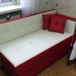 Миниатюрная модель кухонного дивана