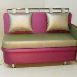 Миниатюрный двухцветный раскладной диван