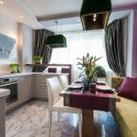 Мягкий диван для гостей на просторной кухне