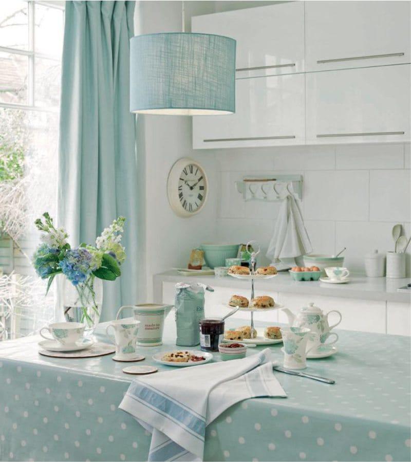 Текстиль мятного цвета в интерьере кухни