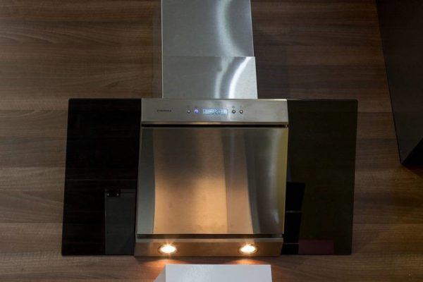 Модель вытяжки со светильниками