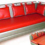 Небольшой диван из кожзама для кухонной зоны
